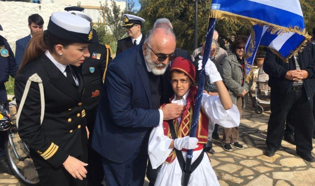 Αρκιοί: Ο 10χρονος Χρήστος φέτος δεν θα είναι μόνος του στην παρέλαση - 10 παιδιά από τη Σύρο κοντά του (βίντεο) - Κυρίως Φωτογραφία - Gallery - Video