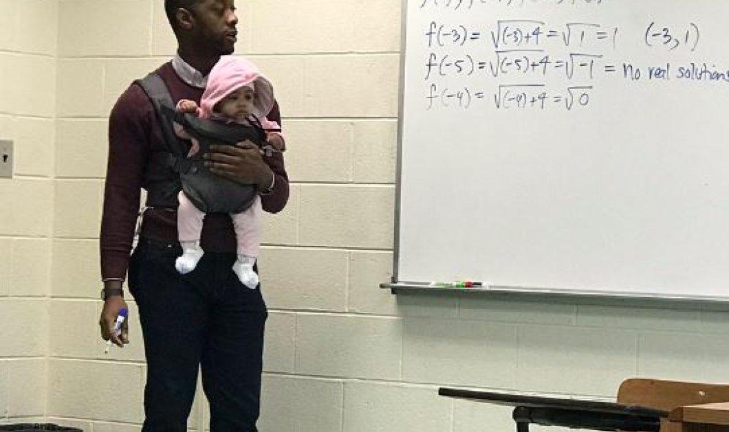 Η γλυκιά είδηση της ημέρας: Ο καθηγητής κρατάει αγκαλιά το μωρό του φοιτητή του και κάνει μάθημα - Κυρίως Φωτογραφία - Gallery - Video