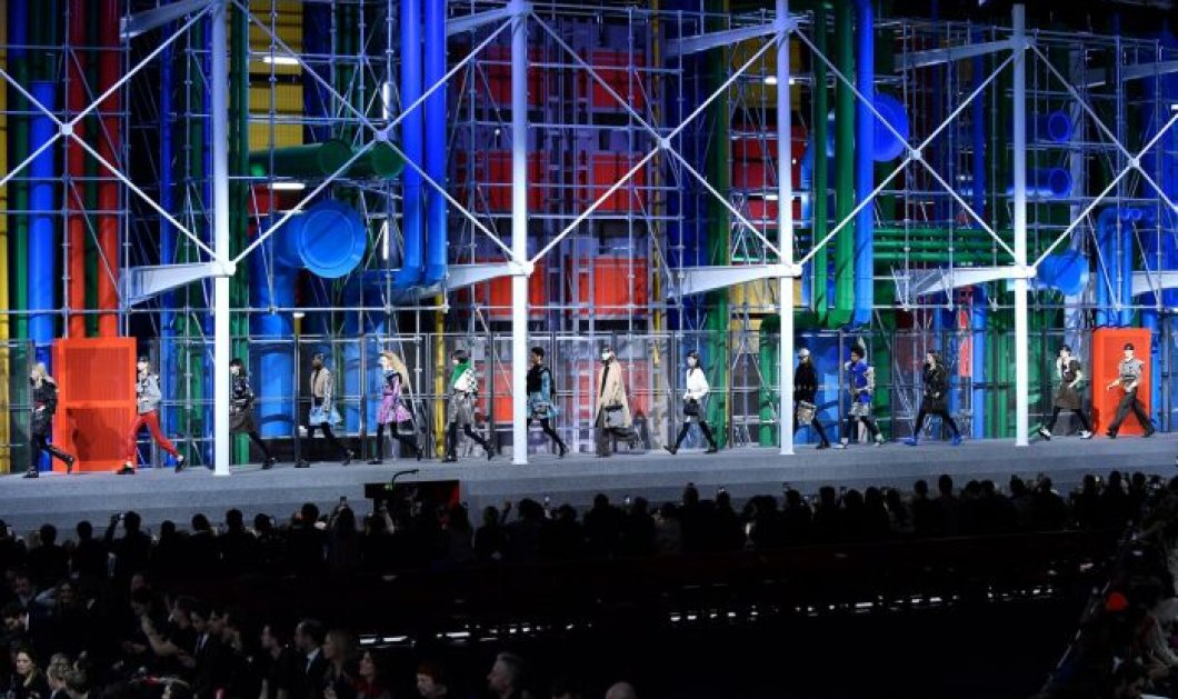 Στο Λούβρο παρουσίασε ο Louis Vuitton το ντεφιλέ του για την Εβδομάδα Μόδας - Κυρίως Φωτογραφία - Gallery - Video