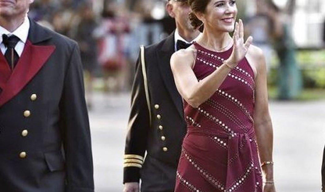 Η πριγκίπισσα Mary της Δανίας τράβηξε όλα τα φλας με την μπλε royal τουαλέτα της και το floral Giabattista Valli (φωτό) - Κυρίως Φωτογραφία - Gallery - Video