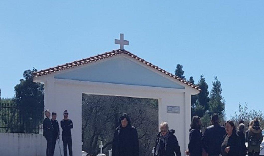 """Πύργος: Σπαρακτικό το """"τελευταίο αντίο"""" στην 22χρονη Αρετή - Ράγισαν καρδιές στην κηδεία της φοιτήτριας που βρέθηκε νεκρή στο Αιγάλεω (φώτο) - Κυρίως Φωτογραφία - Gallery - Video"""