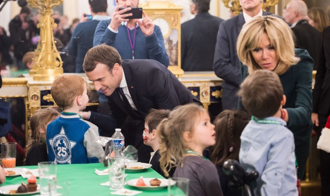 """Επαναστατική αλλαγή: Ο Μακρόν υιοθετεί στη Γαλλία το """"Γονέας 1"""" και """"Γονέας 2""""  αντί για όνομα μητρός και όνομα πατρός  - Κυρίως Φωτογραφία - Gallery - Video"""