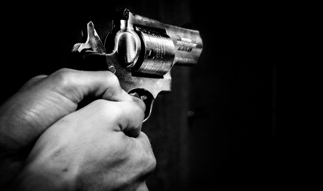 Πήγε να σκοτώσει μια κατσαρίδα με όπλο & τελικά αυτοπυροβολήθηκε!  - Κυρίως Φωτογραφία - Gallery - Video