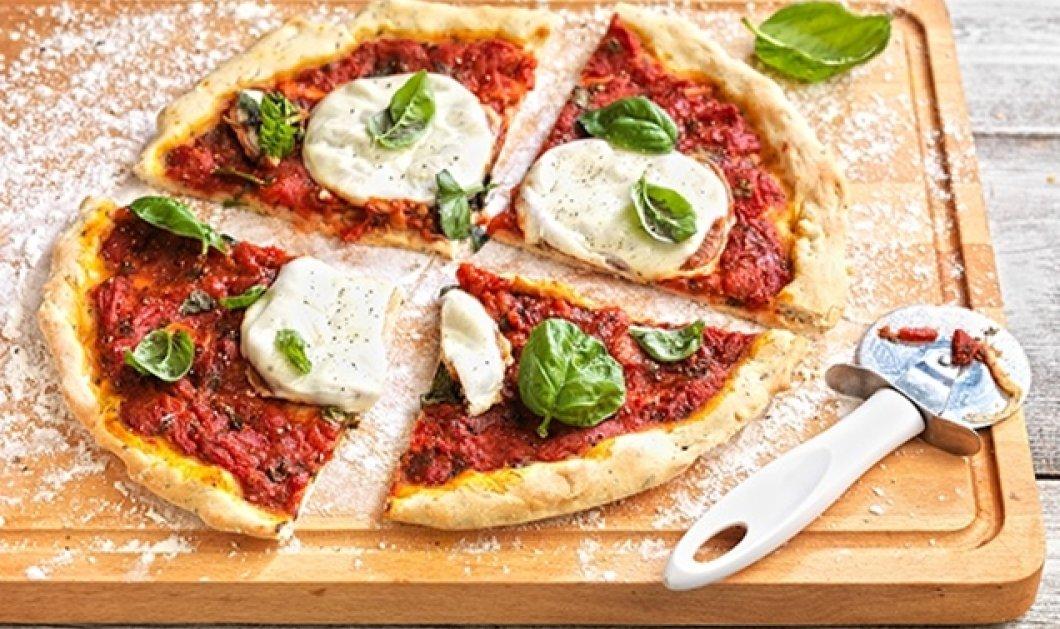 Η Αργυρώ Μπαρμπαρίγου δημιουργεί την πιο διάσημη ιταλική πίτσα: Ναπολιτάνα με μοτσαρέλα, προσούτο & ρόκα - Κυρίως Φωτογραφία - Gallery - Video