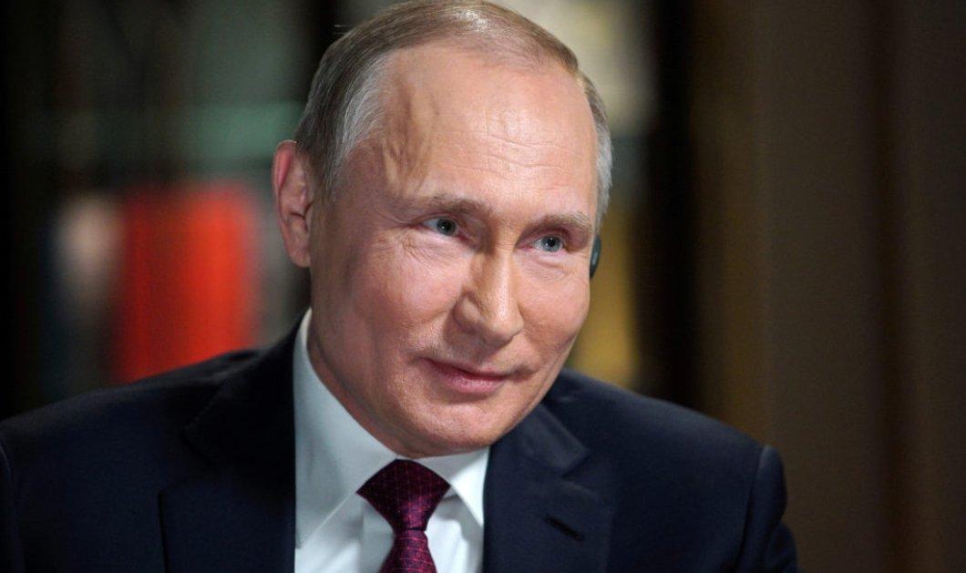 Ωραία εικόνα και βίντεο: Ο Πούτιν κάνει ιππασία με γυναίκες αστυνομικούς  - Κυρίως Φωτογραφία - Gallery - Video