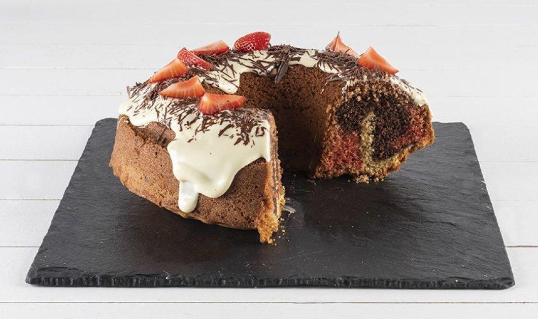 Άκης Πετρετζίκης: Μας φτιάχνει λαχταριστό τρίχρωμο κέικ με φράουλες - Κυρίως Φωτογραφία - Gallery - Video