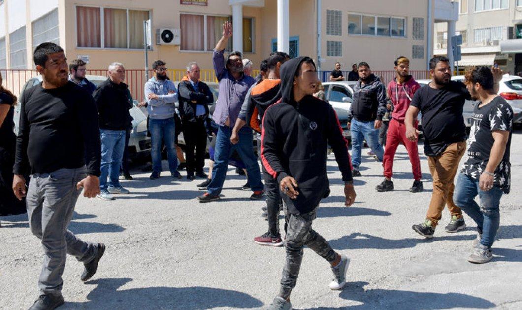 """Βίαιες συμπλοκές μεταξύ Ρομά στα δικαστήρια της Κορίνθου - """"Θα πάρουμε το νόμο στα χέρια μας"""" (φώτο-βίντεο) - Κυρίως Φωτογραφία - Gallery - Video"""