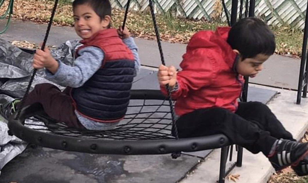 4 ετών μικρούλης με σύνδρομο Down φροντίζει, ταΐζει τα τρία ανάπηρα αδερφάκια του - Συγκίνηση στο διαδίκτυο (φώτο- βίντεο) - Κυρίως Φωτογραφία - Gallery - Video