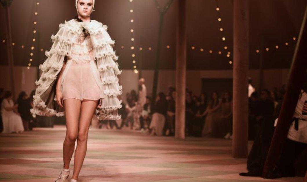 """Ο Dior στο πρώτο του ντεφιλέ στο Ντουμπάι – Με μια κολεξιόν """"κάψουλα"""" (φωτό) - Κυρίως Φωτογραφία - Gallery - Video"""