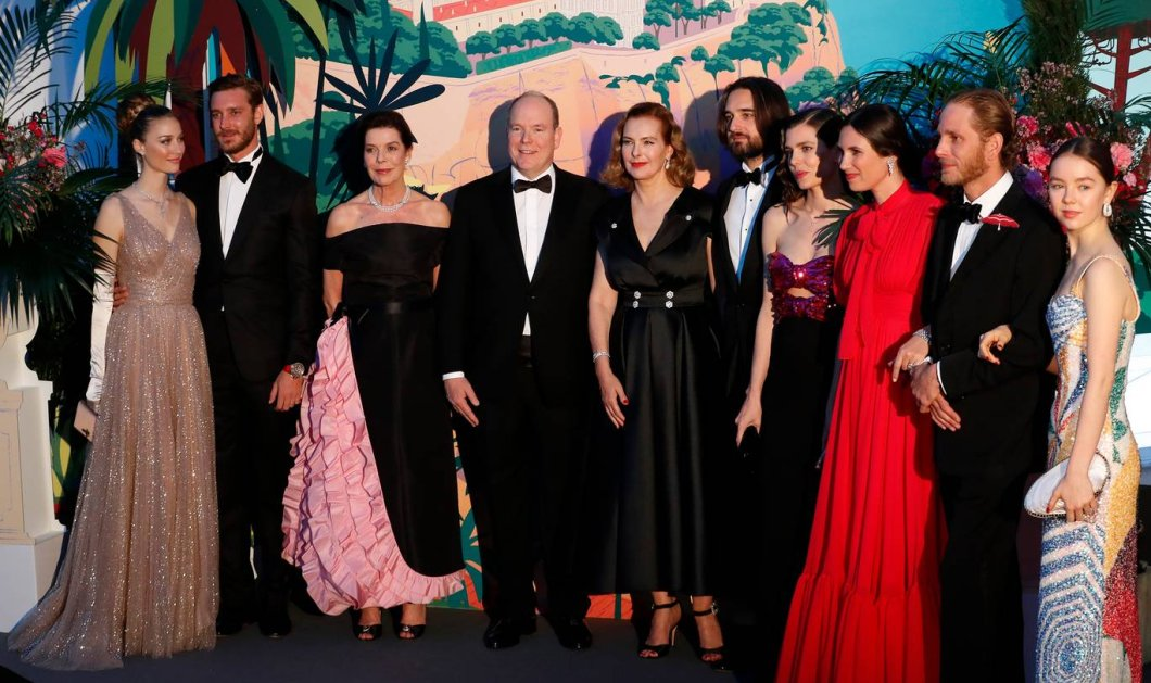 """Η νέα γενιά πριγκίπων του Μονακό στον περίφημο """"Χορό των Ρόδων"""" - Οι εξαίσιες τουαλέτες & τα σμόκιν (φώτο) - Κυρίως Φωτογραφία - Gallery - Video"""