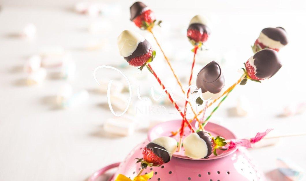 Η Ντίνα Νικολάου μας παρουσιάζει το γλυκό των παιδιών: Φραουλογλυφιτζούρια με δύο σοκολάτες!  - Κυρίως Φωτογραφία - Gallery - Video