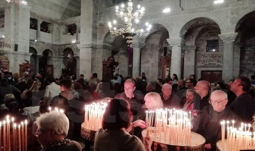 Πάρος: Πώς στόλισαν τον Επιτάφιο στην Παναγία την Εκατονταπυλιανή – Μοιάζει με κέντημα (φωτό) - Κυρίως Φωτογραφία - Gallery - Video
