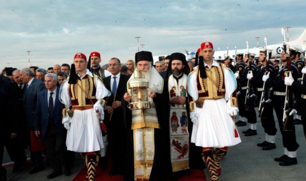 Με καθυστέρηση η άφιξη του Αγίου Φωτός  στην Ελλάδα - Αναμένεται στις 20.00 - Κυρίως Φωτογραφία - Gallery - Video