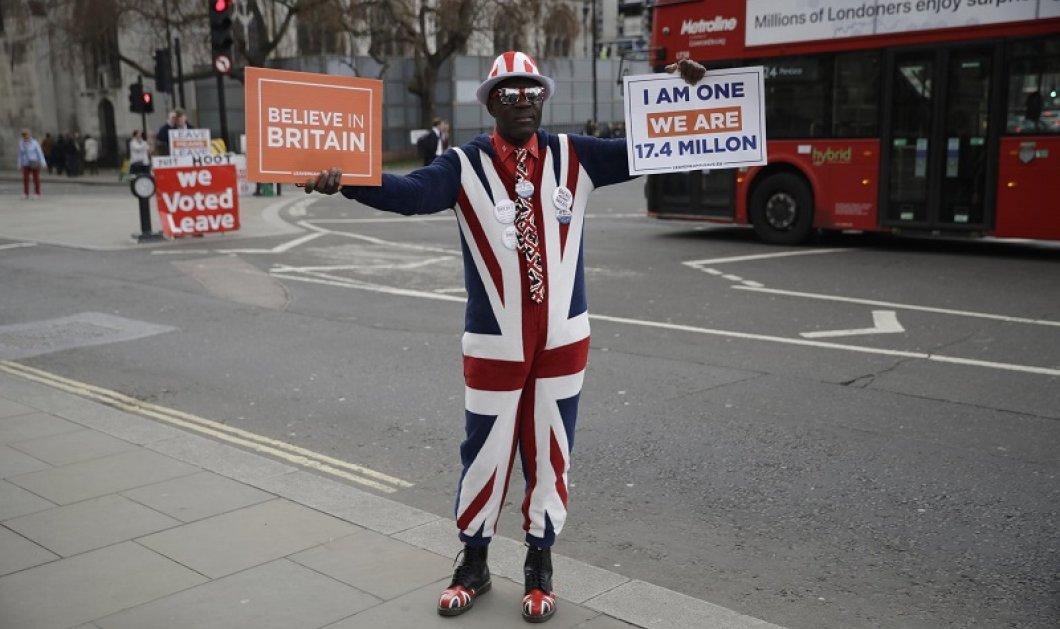 Υπέρμαχος του Brexit, στέλνει ηχηρό μήνυμα στον κόσμο που φοβάται το άγνωστο: «Believe in Britain» (φωτό) - Κυρίως Φωτογραφία - Gallery - Video