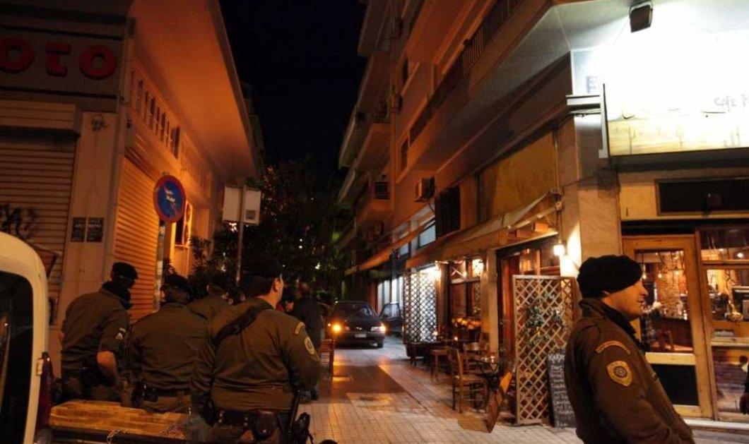 """""""Νύχτα τρόμου"""" στα Εξάρχεια: Μαχαίρωσαν λιμενικό & του πήραν το όπλο - Άλλοι δύο τραυματίες  - Κυρίως Φωτογραφία - Gallery - Video"""