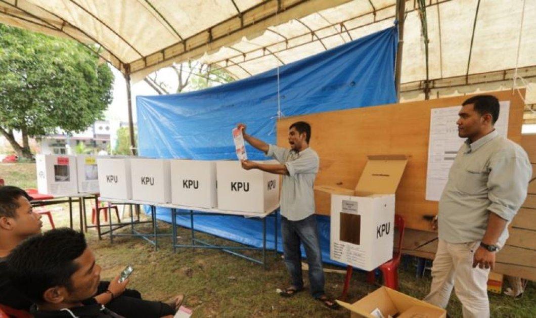 Ινδονησία: 272 εκλογικοί υπάλληλοι πέθαναν από υπερκόπωση καταμετρώντας με το χέρι εκατομμύρια ψήφους - Κυρίως Φωτογραφία - Gallery - Video