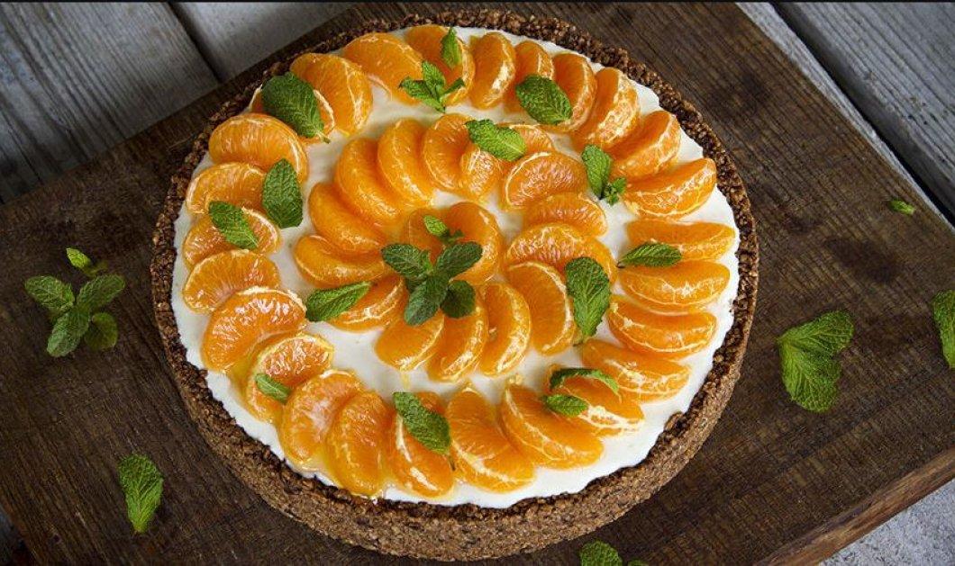 Άκης Πετρετζίκης: Μας φτιάχνει το πιο δροσερό γλυκό - Cheesecake με δημητριακά & μανταρίνι - Κυρίως Φωτογραφία - Gallery - Video