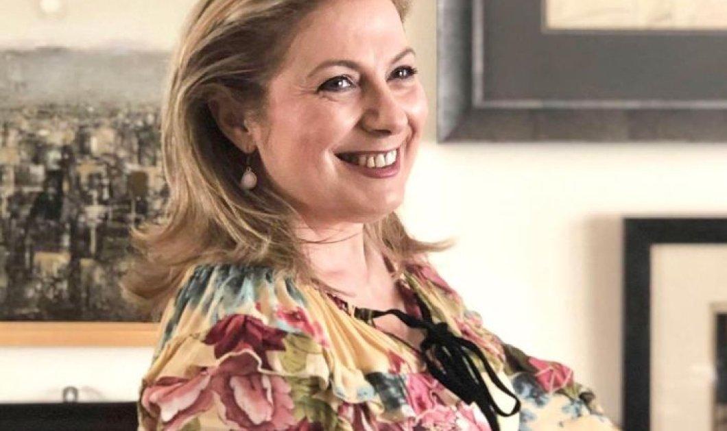 H αγαπημένη μας Ντίνα Νικολάου μιας φτιάχνει τρίχρωμο cheesecake με... μύρτιλα! - Κυρίως Φωτογραφία - Gallery - Video