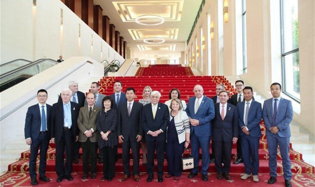 Ο Πρόεδρος της Ελληνικής Δημοκρατίας Προκόπης Παυλόπουλος στο Executive Briefing Center της Huawei στο Πεκίνο - Κυρίως Φωτογραφία - Gallery - Video