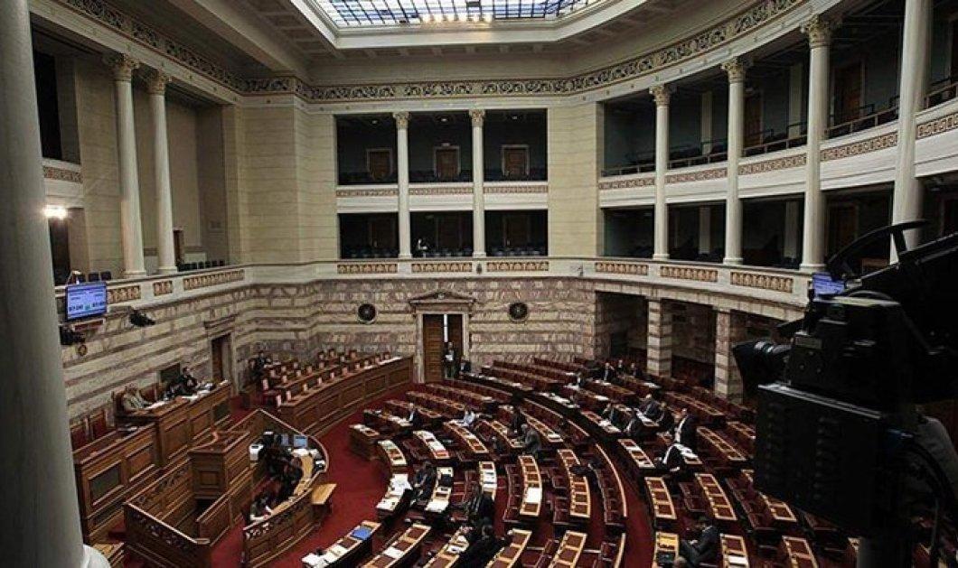 Ψηφίστηκε το νομοσχέδιο για τις 120 δόσεις και οι τροπολογίες για «13η σύνταξη» και μείωση ΦΠΑ - Κυρίως Φωτογραφία - Gallery - Video