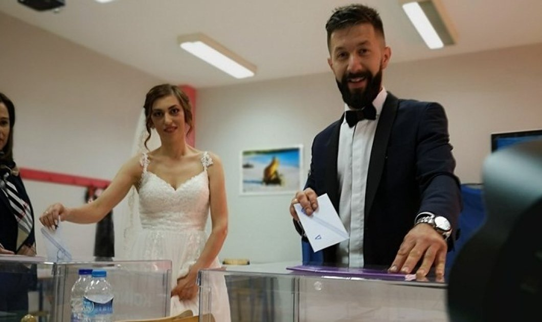 Εκλογές 2019: Με το νυφικό στην κάλπη - Γιατί σα θέλει η νύφη & ο γαμπρός να ψηφίσουν... (φώτο) - Κυρίως Φωτογραφία - Gallery - Video