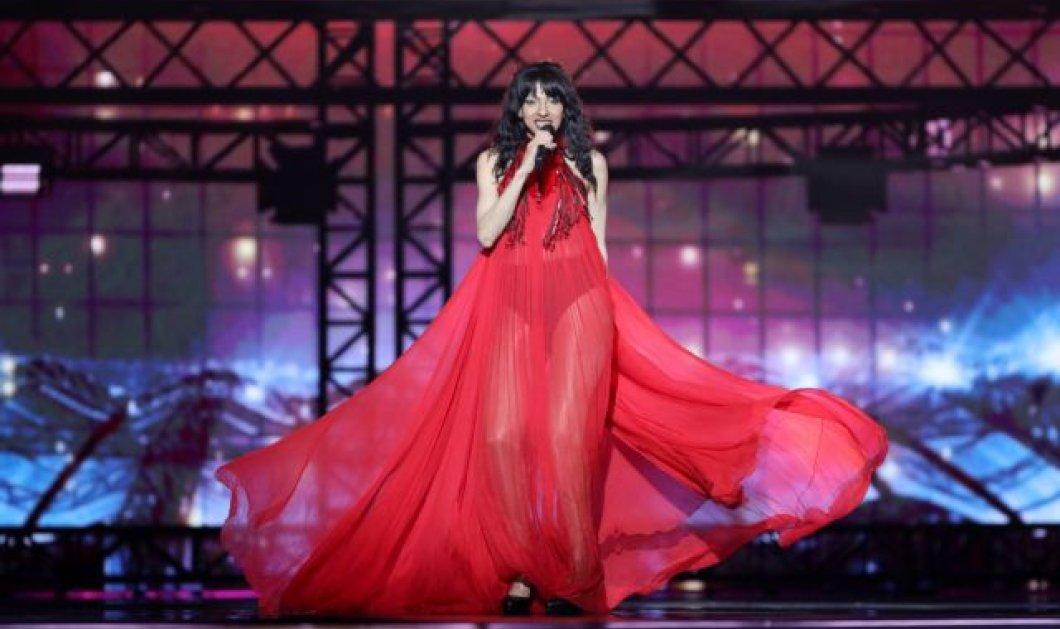Εντυπωσίασε η Dana International με το κόκκινο φόρεμα της στη Eurovision - Ξανά στη σκηνή του διαγωνισμού έπειτα από 21 χρόνια (Βίντεο) - Κυρίως Φωτογραφία - Gallery - Video