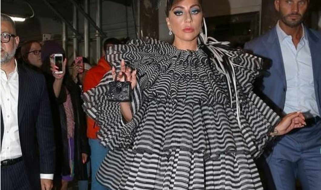 Pre-Met Gala Party: Υπερπαραγωγή η Lady Gaga, ερωτευμένη με τον 27χρονο σύντροφό της η Sienna Miller & η Cara Delevingne με τη σύντροφό της (φώτο) - Κυρίως Φωτογραφία - Gallery - Video
