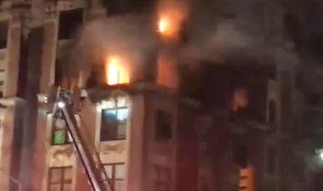 Κόλαση πυρός σε πολυκατοικία στη Νέα Υόρκη - Νεκρά 4 παιδιά & οι 2 γονείς τους (φώτο) - Κυρίως Φωτογραφία - Gallery - Video