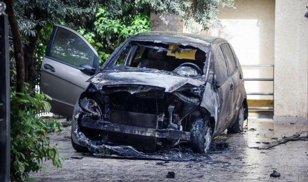 Πυρπόλησαν το αυτοκίνητο της δημοσιογράφου Μίνας Καραμήτρου – Καρέ – καρέ η εμπρηστική επίθεση  - Κυρίως Φωτογραφία - Gallery - Video