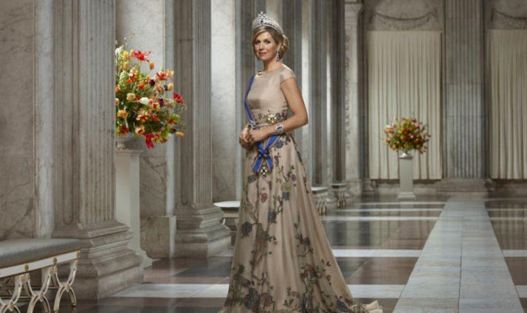 Oh my god! Τα βυσσινί γάντια της Βασίλισσας Μαξίμα με ασορτί καπελαδούρα για να γιορτάσει την εποχή των λουλουδιών με στυλ (φωτό) - Κυρίως Φωτογραφία - Gallery - Video