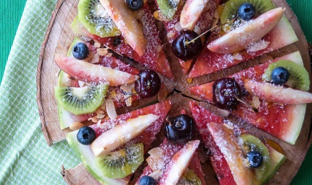 Άκης Πετρετζίκης: Η πιο γλυκιά & δροσιστική πίτσα του καλοκαιριού γίνεται με καρπούζι & καρύδα - Κυρίως Φωτογραφία - Gallery - Video