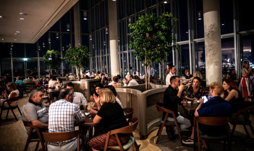 Λαμπερά τα εγκαίνια του εστιατορίου δ / Delta Restaurant στο ΚΠΙΣΝ: Γεύσεις & κρασιά δεμένα αρμονικά από τον Δημήτρη Σκαρμούτσο - Μοναδική θέα προς τον Φαληρικό όρμο - Κυρίως Φωτογραφία - Gallery - Video