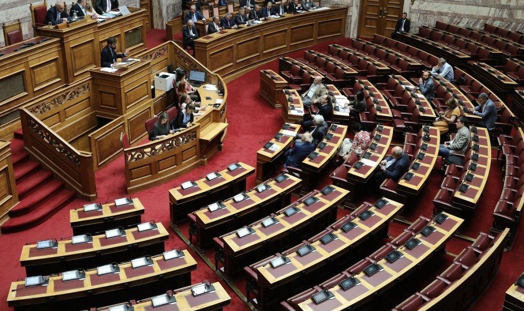 Μέχρι το μεσημέρι η θυροκόλληση για τη διάλυση της Βουλής  - Παραιτείται η κυβέρνηση - Κυρίως Φωτογραφία - Gallery - Video