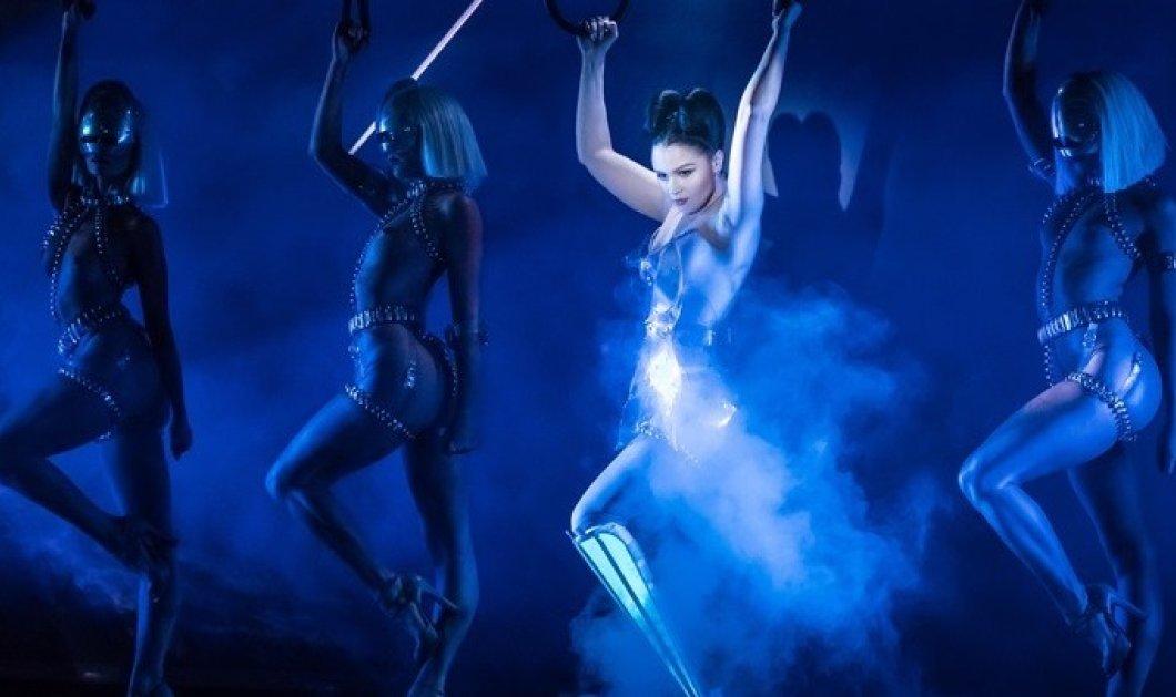 Topwoman η Βικτόρια Μοντέστα - Η πρώτη καλλιτέχνις με προσθετικό πόδι εμφανίζεται στο διάσημο καμπαρέ Crazy Horse - Κυρίως Φωτογραφία - Gallery - Video