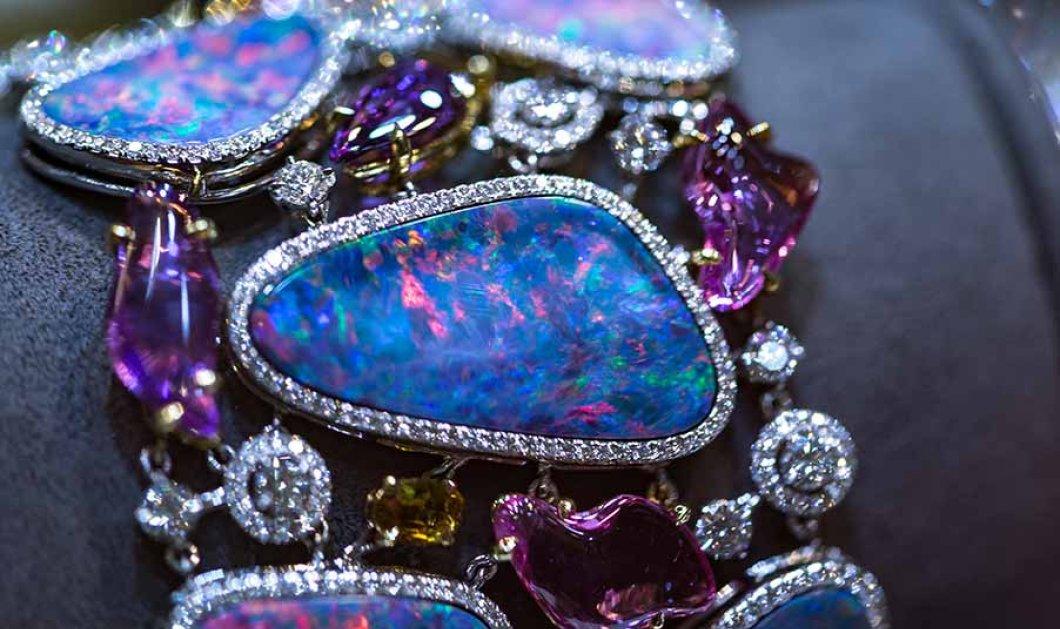 Έκθεση κοσμημάτων – αριστουργημάτων στο Λονδίνο: Τιάρες, καρφίτσες με διαμάντια & δαχτυλίδια με πράσινες τουρμαλίνες - Κυρίως Φωτογραφία - Gallery - Video