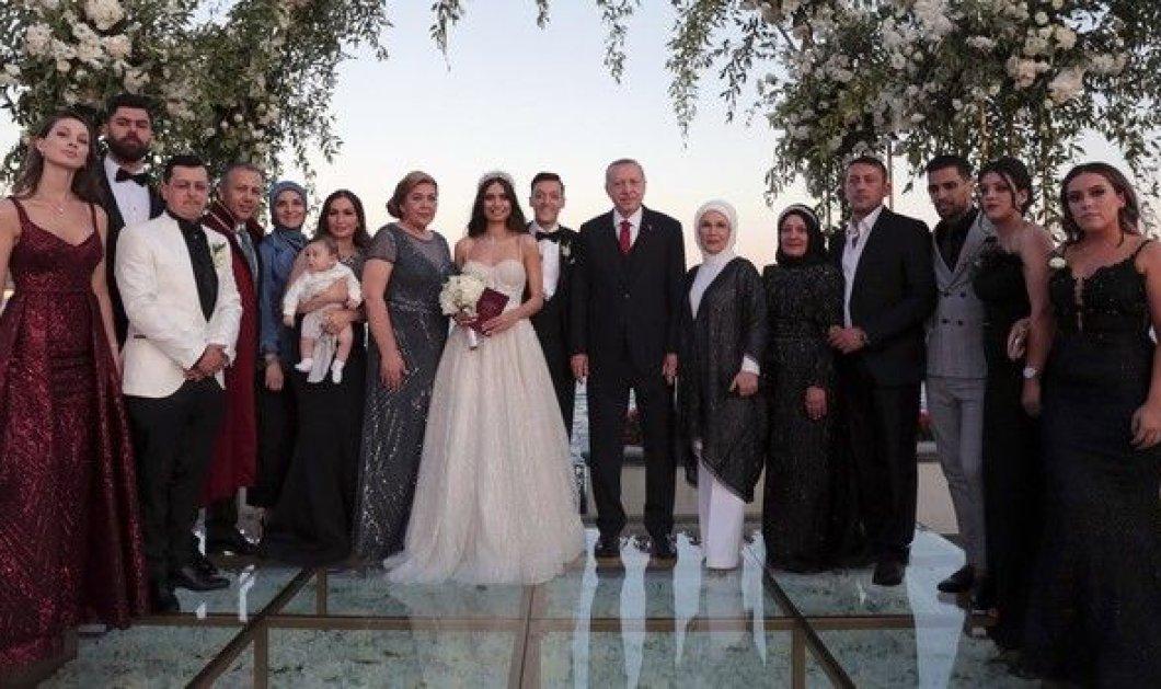 H καλλονή κουμπάρα του Ερντογάν: Η Αμινέ Γκιουλσέ, Μις Τουρκία, παντρεύτηκε Γερμανό ποδοσφαιριστή (φωτό - βίντεο) - Κυρίως Φωτογραφία - Gallery - Video