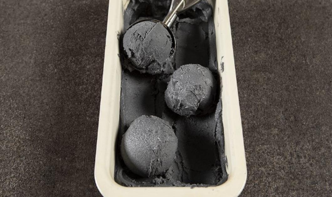 O Άκης Πετρετζίκης ετοιμάζει απίθανη συνταγή για τους vegan - Μαύρο παγωτό καρύδας - Κυρίως Φωτογραφία - Gallery - Video