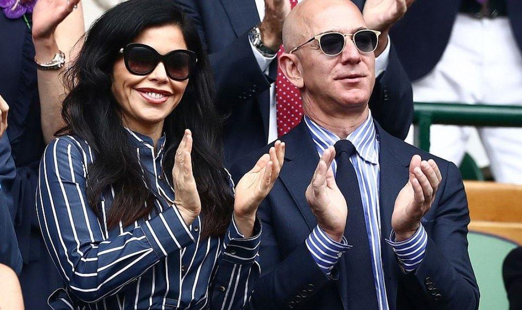 Αυτός ο ερωτάς κόστισε! Ο Jeff Bezos γεμίζει φιλιά την Lauren Sanchez παρακολουθώντας τον τελικό στο Γουίμπλετον (φωτό)  - Κυρίως Φωτογραφία - Gallery - Video