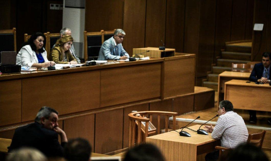 Προκαλεί ο Ρουπακιάς στην απολογία του: ''Απλή ανθρωποκτονία, έσκυψε ο Παύλος Φύσσας και τον πέτυχα στην καρδιά'' (φωτό) - Κυρίως Φωτογραφία - Gallery - Video