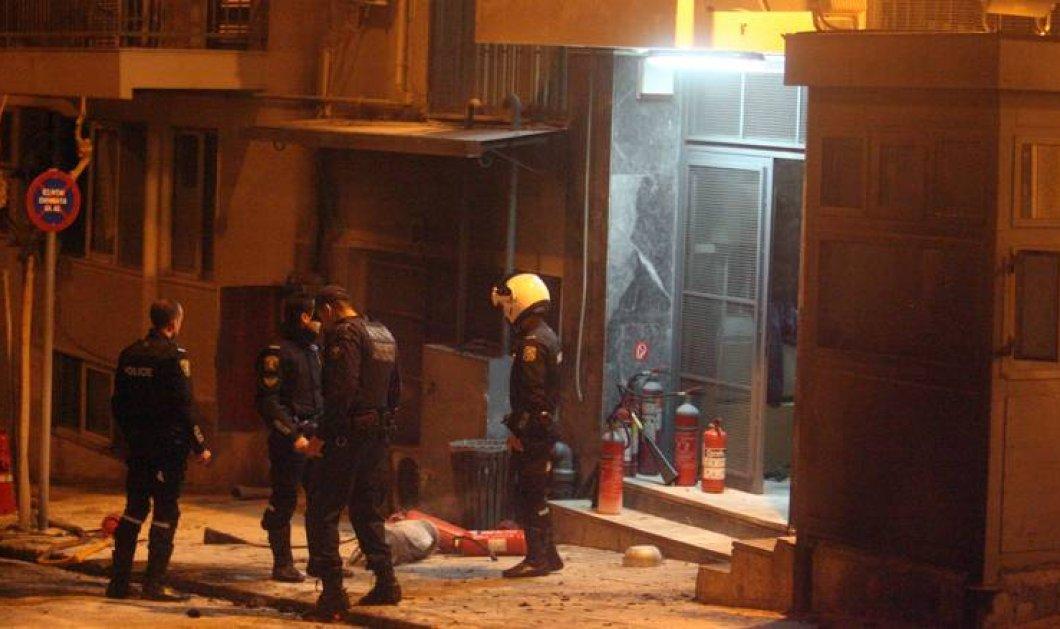Επεισόδια στο Α.Τ Ακρόπολης - Δύο αστυνομικοί τραυματίες σε πορεία νεαρών κατά των μισθώσεων Airbnb  - Κυρίως Φωτογραφία - Gallery - Video