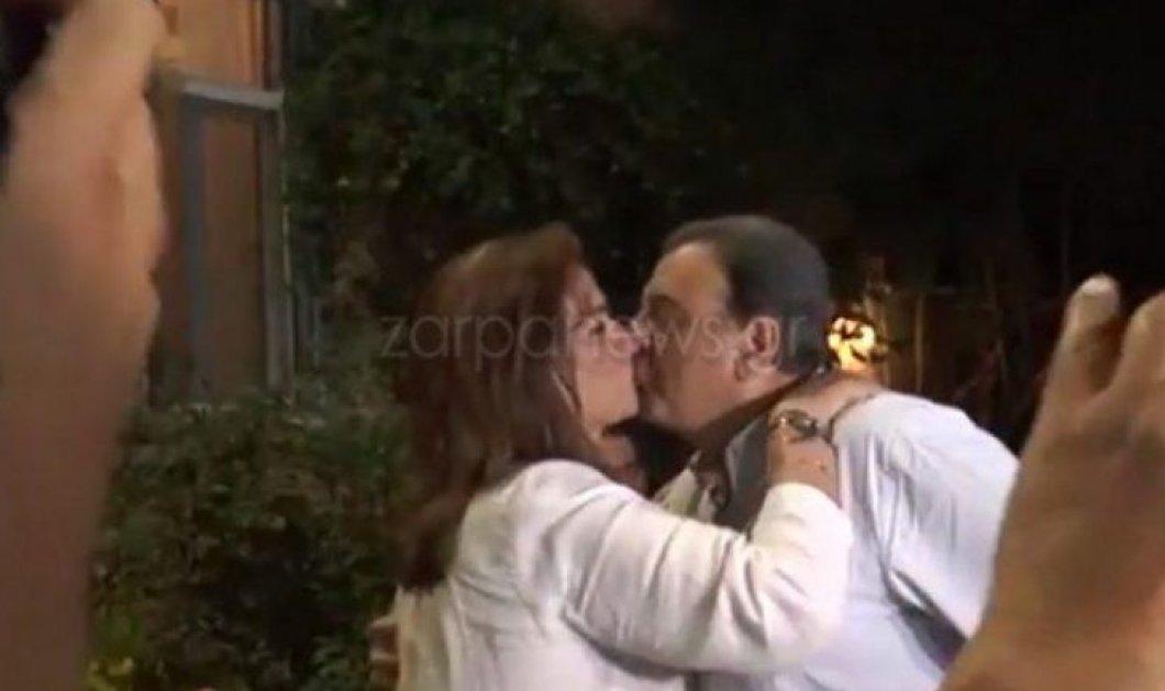 Με ένα φιλί στο στόμα ο Ισίδωρος Κούβελος συνεχάρη την Ντόρα Μπακογιάννη, πρώτη βουλευτή Χανίων από τη ΝΔ (φωτό & βίντεο) - Κυρίως Φωτογραφία - Gallery - Video