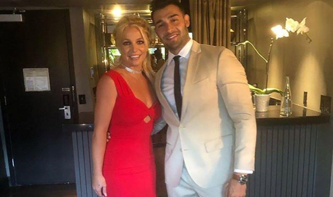 Καυτό φιλί στο στόμα έδωσε η Britney Spears στον 25χρονο personal trainer μνηστήρα της - Εμφάνιση σε κόκκινο χαλί (φωτό & βίντεο) - Κυρίως Φωτογραφία - Gallery - Video