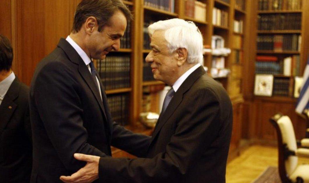 Ο Πρόεδρος της Δημοκρατίας συνεχάρη τον Κυριάκο Μητσοτάκη για τη νίκη του - Αύριο στις 13.00 η ορκωμοσία του νέου πρωθυπουργού  - Κυρίως Φωτογραφία - Gallery - Video