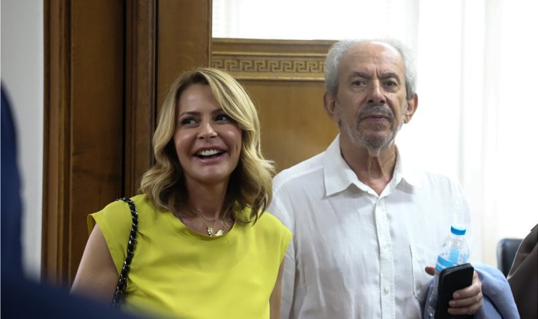 Με κίτρινο τοπ η Τζένη Μπαλατσινού στο υπουργείο υγείας μετά το black & white σύνολο στο προεδρικό (φώτο) - Κυρίως Φωτογραφία - Gallery - Video