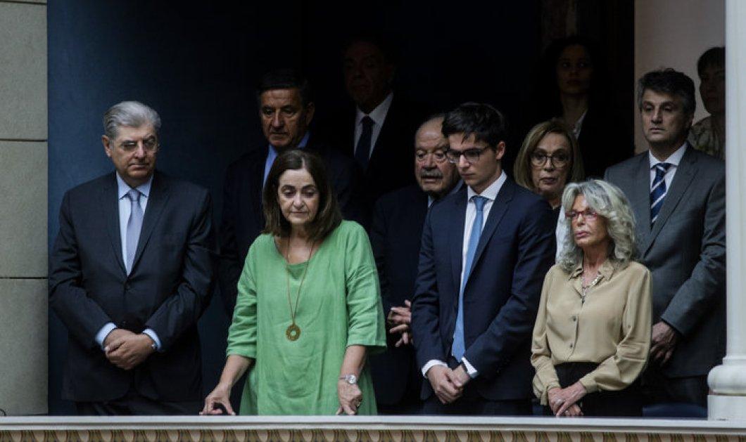 Η οικογένεια του Κυριάκου Μητσοτάκη στο πλευρό του στην ορκωμοσία - Στα θεωρεία η αδερφή του, ο γιος του & η πεθερά του (φώτο) - Κυρίως Φωτογραφία - Gallery - Video