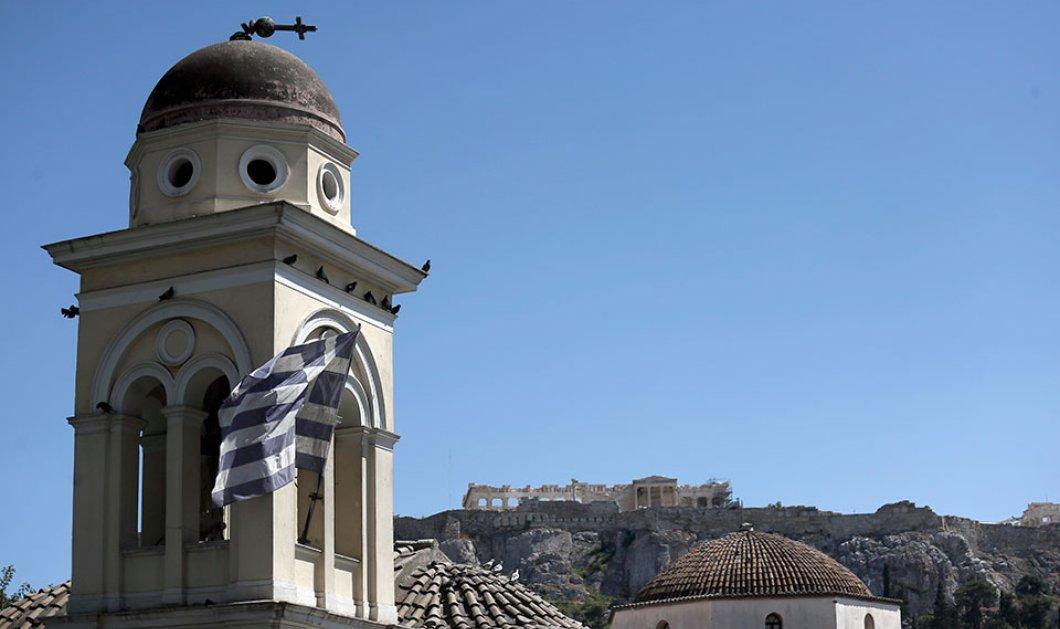 """Σεισμός στην Αθήνα: Η φωτογραφία με το λυγισμένο σταυρό στην Παντάνασσα κάνει το γύρο του κόσμου - """"Έπεσε"""" ο σταυρός & στην Αγία Ειρήνη (φώτο) - Κυρίως Φωτογραφία - Gallery - Video"""