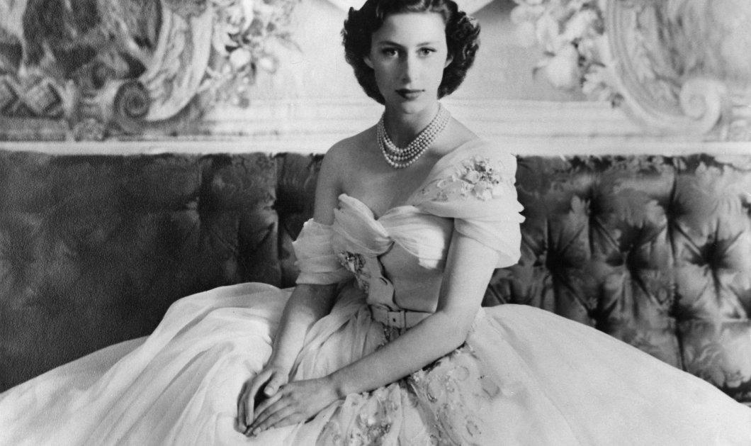 Σπάνιες φωτογραφίες της Βασίλισσας Ελισάβετ - Σε ηλικία μόλις 9 ετών, να παίζει πιάνο αλλά και εστεμμένη  - Κυρίως Φωτογραφία - Gallery - Video
