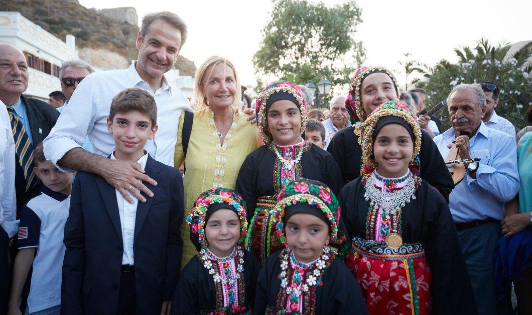Κυρ. Μητσοτάκης: Μαντινάδες & χοροί στην Κάρπαθο - Χόρεψε & τραγούδησε μαζί με τους κατοίκους (φώτο-βίντεο) - Κυρίως Φωτογραφία - Gallery - Video