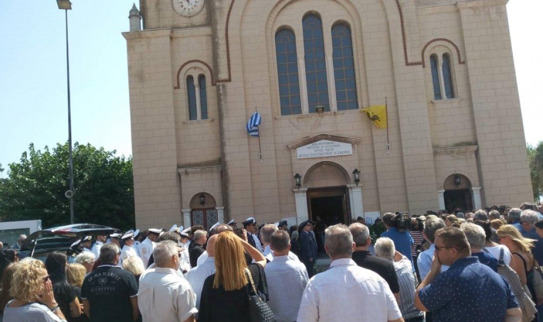 Θρήνος στην κηδεία του πιλότου που έχασε τη ζωή του στον Πόρο - Κατέρρευσε η κόρη του (φώτο-βίντεο) - Κυρίως Φωτογραφία - Gallery - Video