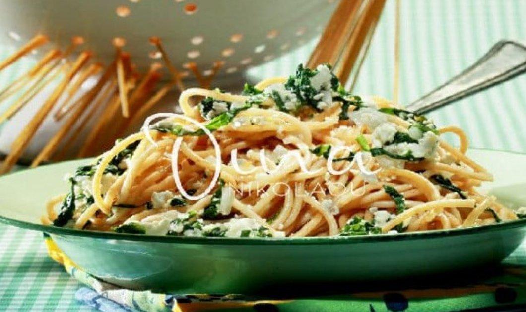 Η Ντίνα Νικολάου μας ετοιμάζει μία γρήγορη & εύκολη συνταγή για σπαγγέτι ολικής άλεσης με σάλτσα ανθότυρου & ρόκα - Κυρίως Φωτογραφία - Gallery - Video